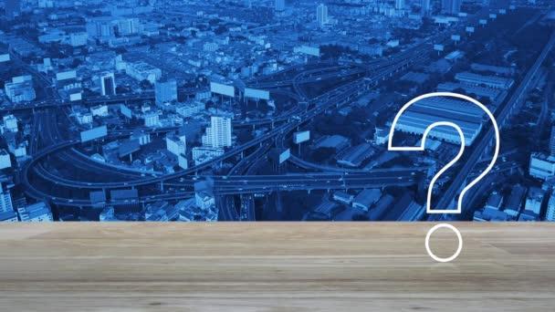 Plochá ikona otazníku nad leteckým pohledem na moderní městskou věž, ulici, rychlostní a mrakodrap, Obchodní zákaznický servis a koncepce podpory