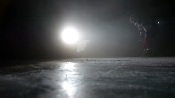 Hokej, Bruslení na ledě v temná aréna