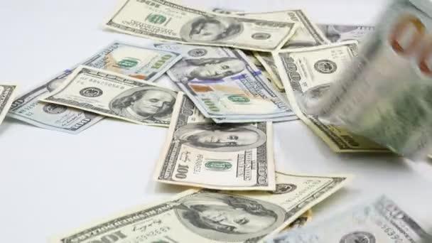 100 amerických bankovek. Hotovosti. sta dolarů, 100 dolaru