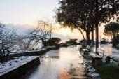 Vista del Lago di Ginevra nella foschia