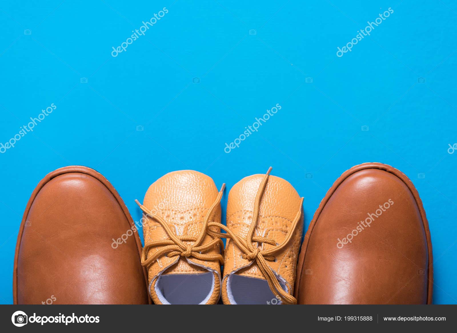 Chaussures Fond Sur Bleu Photographie Kwanchaidp Père Marron — Fils 0nv8mONw
