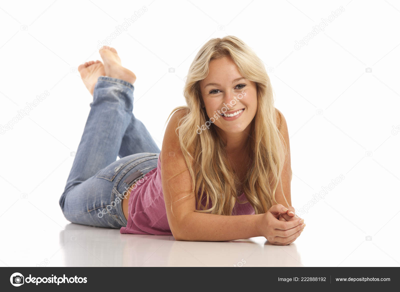 Suggest babes in jeans laying