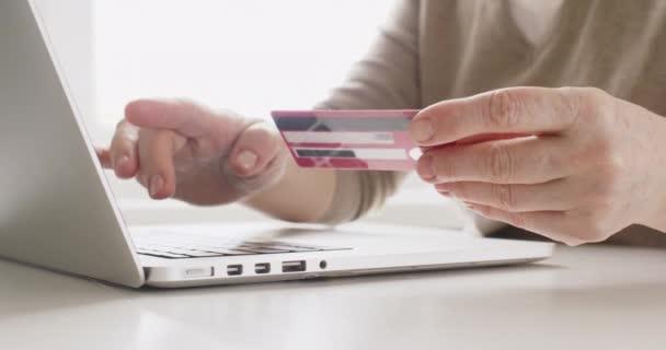 Nakupování online kreditní kartou