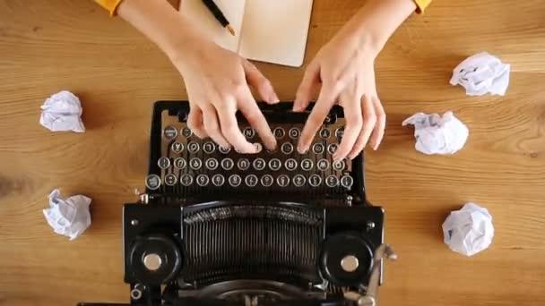 Nagy látószögű írás nyomatok vintage írógépen