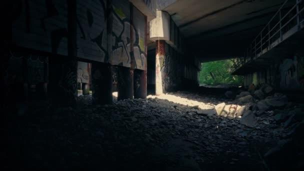 Světla v výstřední oblast pod mostem