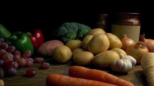 Zöldségek a fából készült asztal rusztikus élelmiszer elterjedése