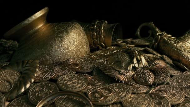 Poklad hromadu zlata starožitností a mince