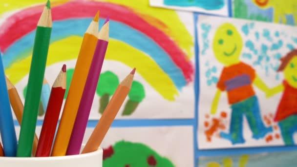 Rajzot a ceruza a művészeti osztály szoba