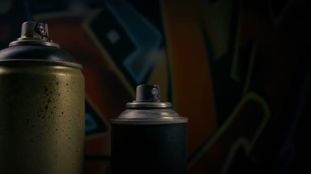 Předávání Spraycans graffiti