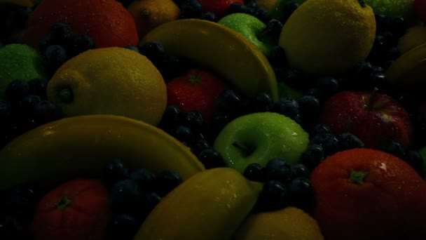 Sluneční vzestup na výtečné ovocné hromadě