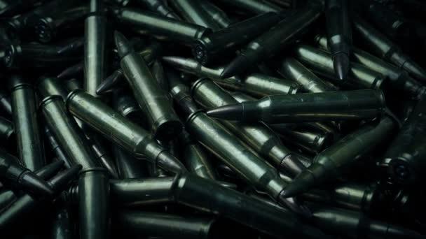 Gewehrkugeln in kalter Beleuchtung beweglicher Schuss