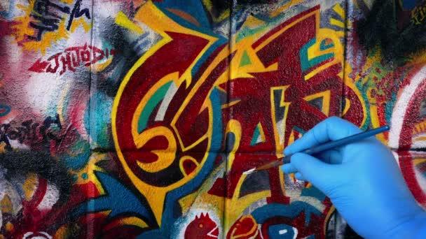 Férfi festészet Graffiti Art on Wall