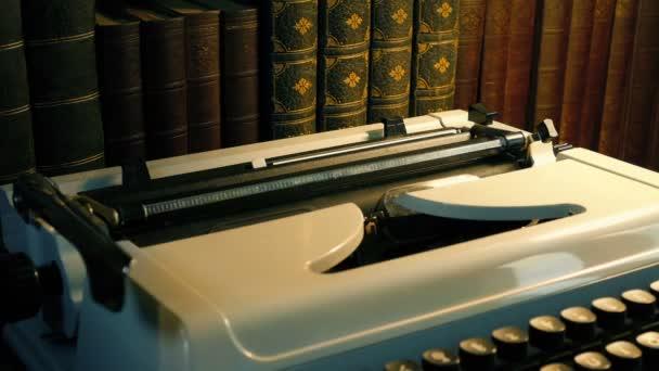Napsaný papír převzatý z psacího stroje-obecný dopis a dokument