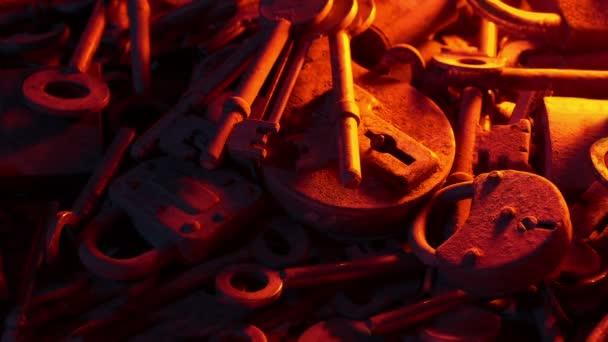 Staré klíče a zámky v Plamenovním světle