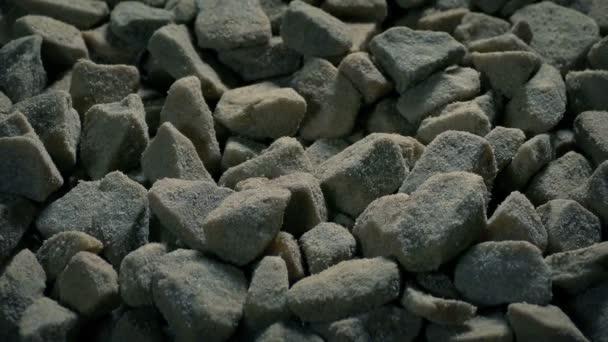 Hrubé štěrkové kameny pohybující se výstřel