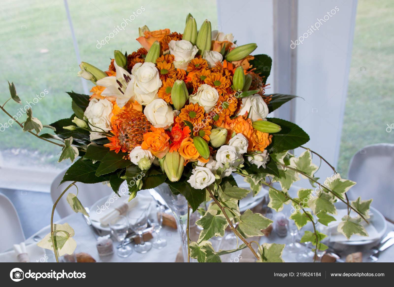 Hochzeit Tischdekoration Mit Blumen Orange Bouquet Stockfoto