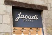 Bordeaux, Aquitanien / Frankreich - 20 08 2020: Jacadi Paris Textlogo und Zeichen eines Bekleidungsgeschäfts für Kinder