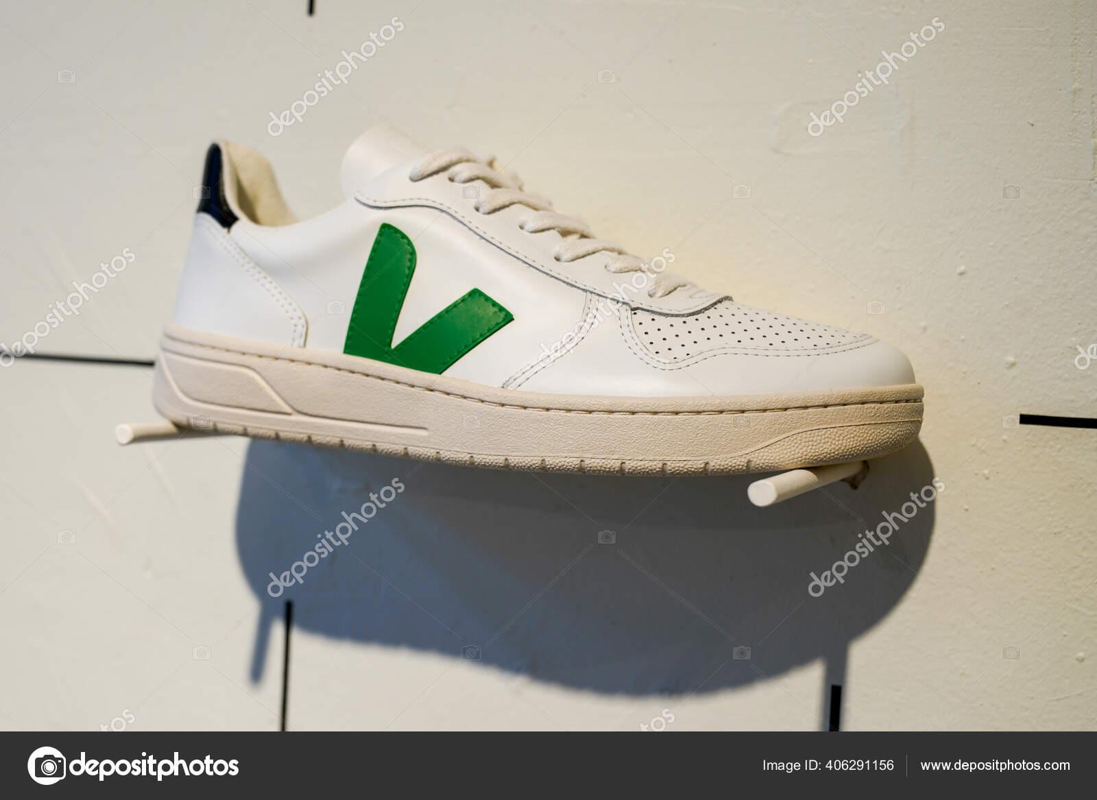 romano Polinizar sin embargo  Bordeaux Aquitaine France 2020 Veja Sneaker Shop Environmentally Friendly  Made – Stock Editorial Photo © OceanProd #406291156