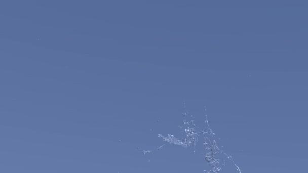 Lassú víz animáció kék backround. Mozgás, a villogó csepp. Őrült víz csobbanásai