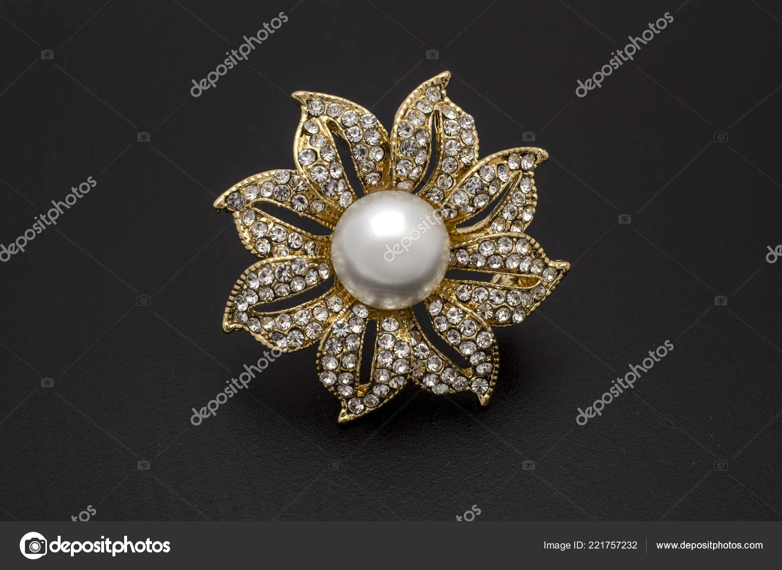 de309e53f3bee Gold Brooch Flower Pearl Gems Isolated Black — Stock Photo © vi0222 ...