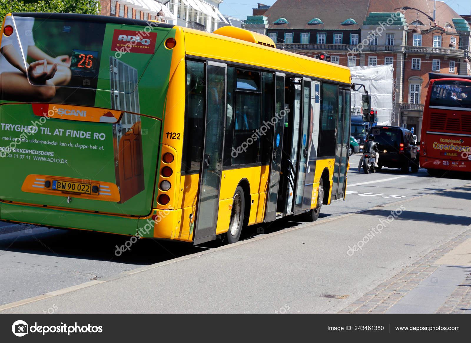 65d1ab77da Copenhague Dinamarca Junio 2018 Vista Posterior Autobús Ciudad Transporte  Público ...