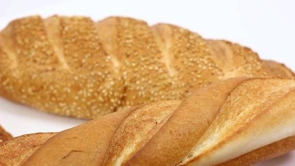 közeli kilátás ízletes friss választék tészta és kenyér fehér az asztalon