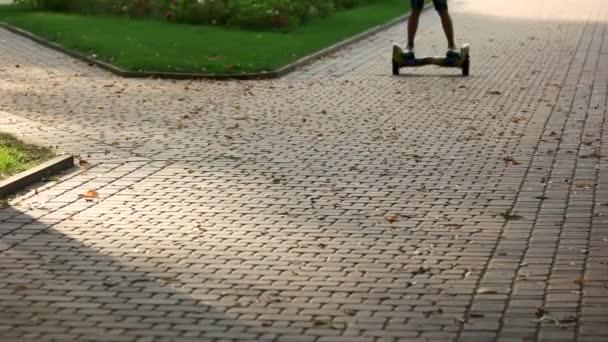 Jezdecké gyroscooter na dláždění zblízka