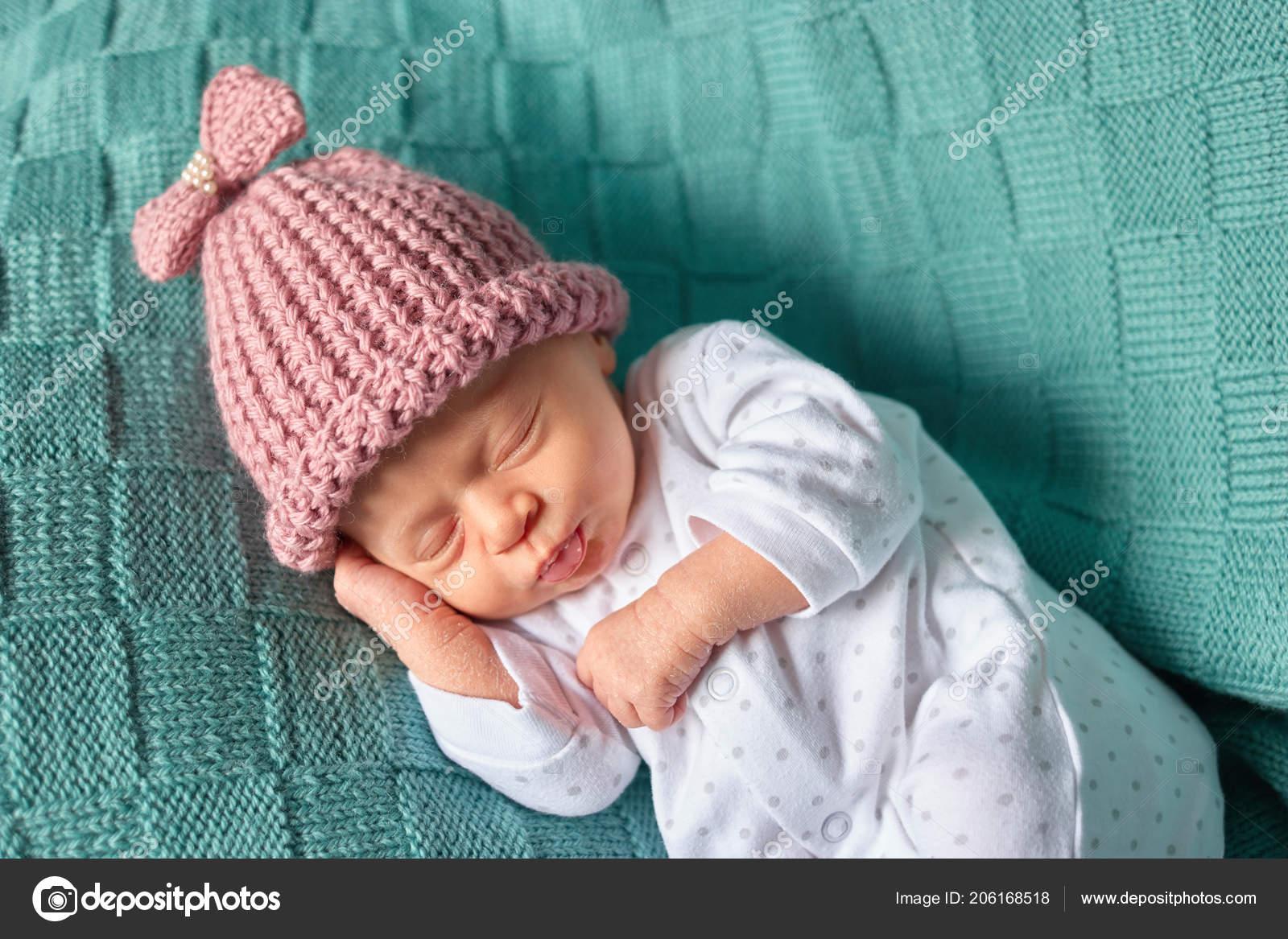 5a9178a49 Cute newborn baby sleeps in a hat. — Stock Photo © Denisfilm  206168518