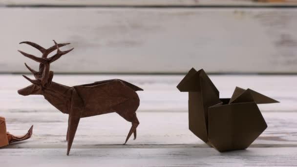 Výstava origami zvířecích modelů