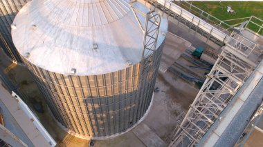 Steel grain bin tank top view.