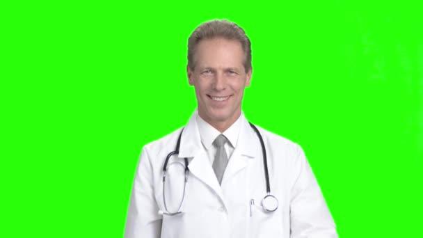 Érett orvos találat tabletták, zöld képernyő.