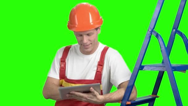 Positive builder with digital tablet.