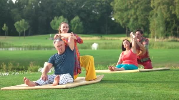 Csoport jóga gyakorlat képzés.