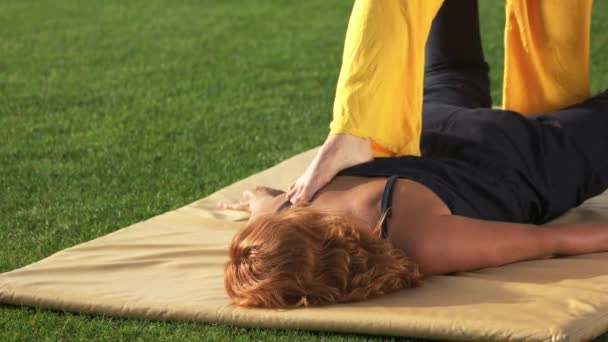 Žena je stále venku masáž shiatsu
