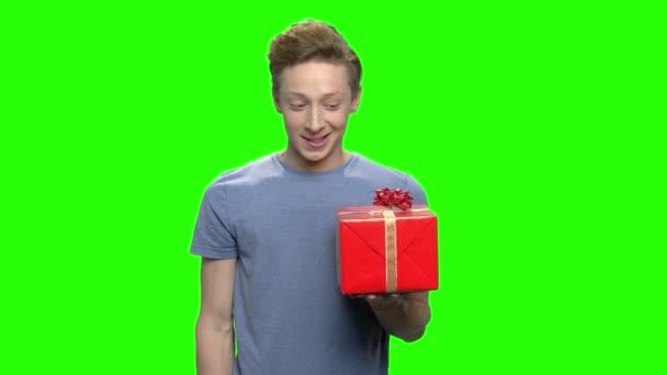 Kaukázusi fiú így doboz ajándék.