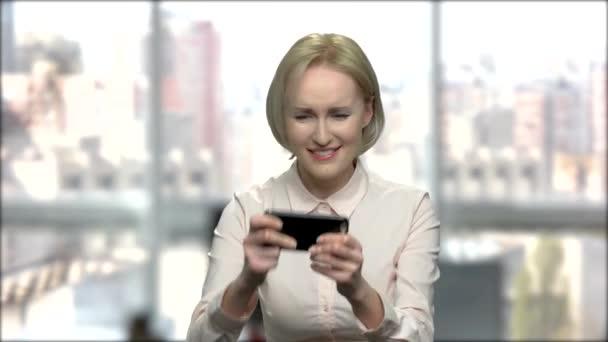 Intelligens szőke játék online játék.