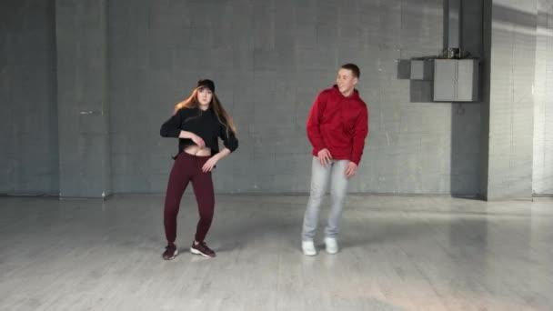 Moderní styl tanečnic hip-hop.