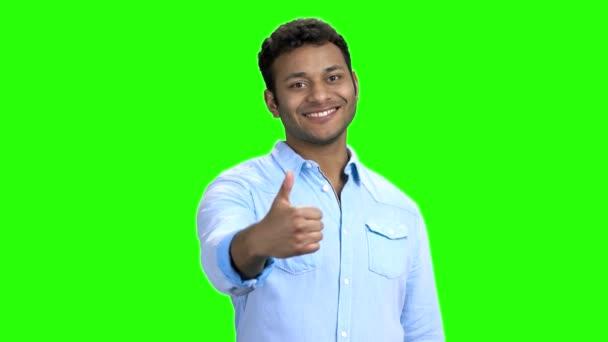 Aranyos mosolygó ember mutatja hüvelykujját felfelé gesztus.