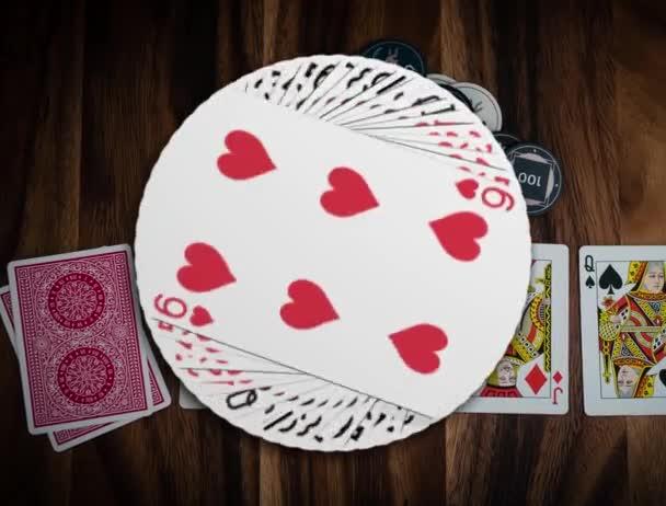 Closeup Kouzelná 3D animace hracích karet v kasinu na dřevěném stole, a počet a tváře karet měnící se jeden po druhém, poker karetní hra, žetony v kasinu pro sázky, Hazardní hry štěstí