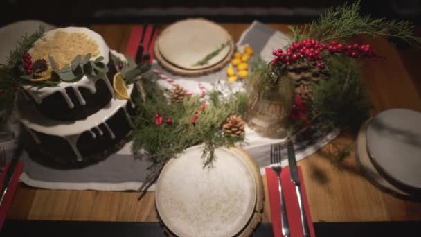 Top panorama pohled na vynikající zdobené vánoční dort jídelní stůl pro novoroční oslavy rodinné sváteční atmosféře