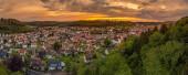 Fotografie Deutschland, Esslingen am Neckar Skyline der mittelalterlichen Stadt nachts beleuchtet, Luftaufnahme über Dächern und Häusern nach Sonnenuntergang