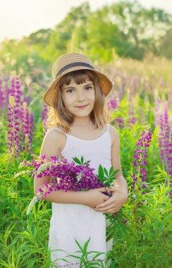 """Картина, постер, плакат, фотообои """"детская фотосессия на лупинском поле. селективный фокус . картины орхидеи подсолнухи сакура"""", артикул 383639080"""
