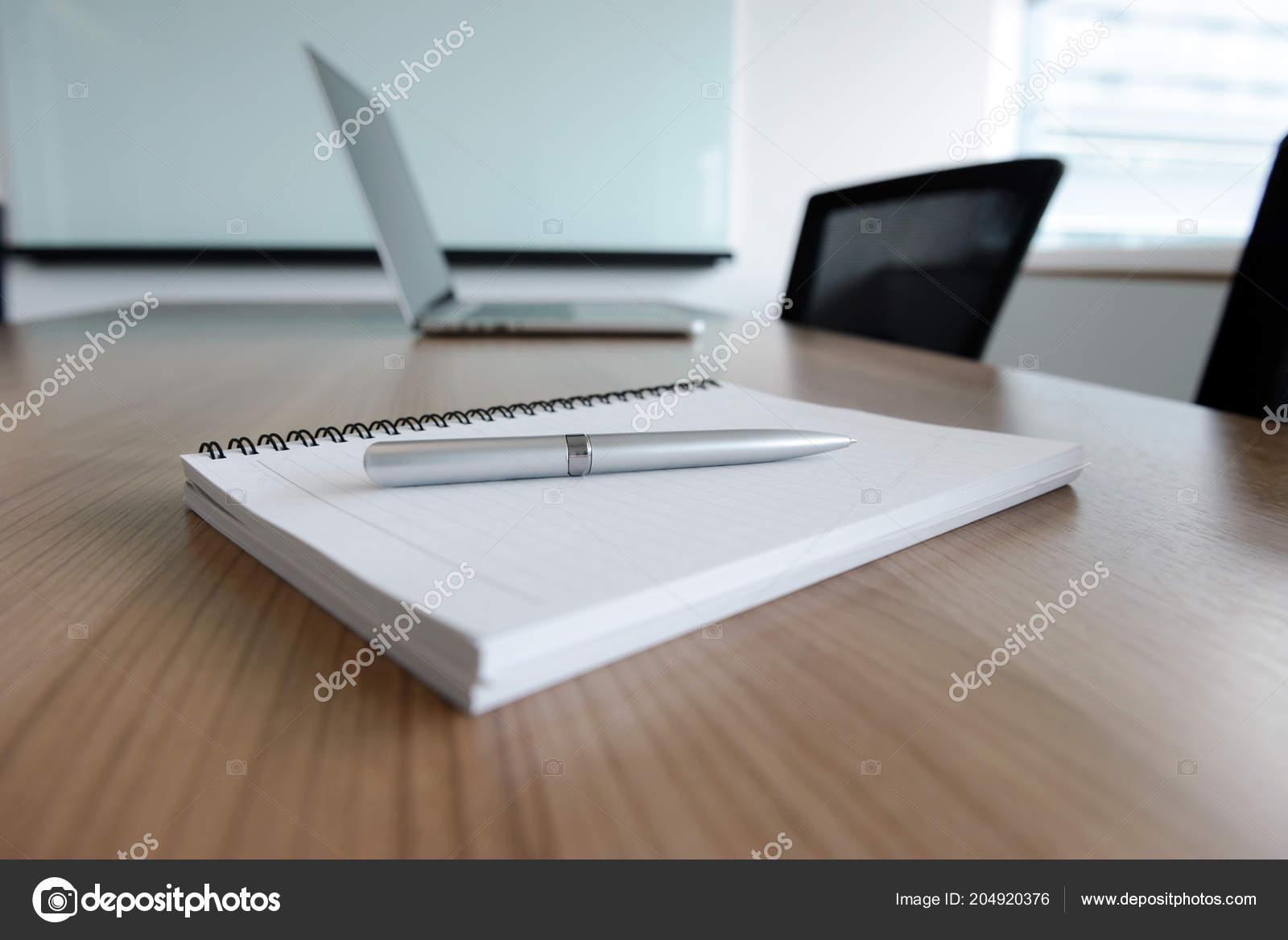 Mesas De Ordenador Para Salon.Pen Bloc Notas Del Ordenador Portatil Para Agenda Mesa Salon Fotos