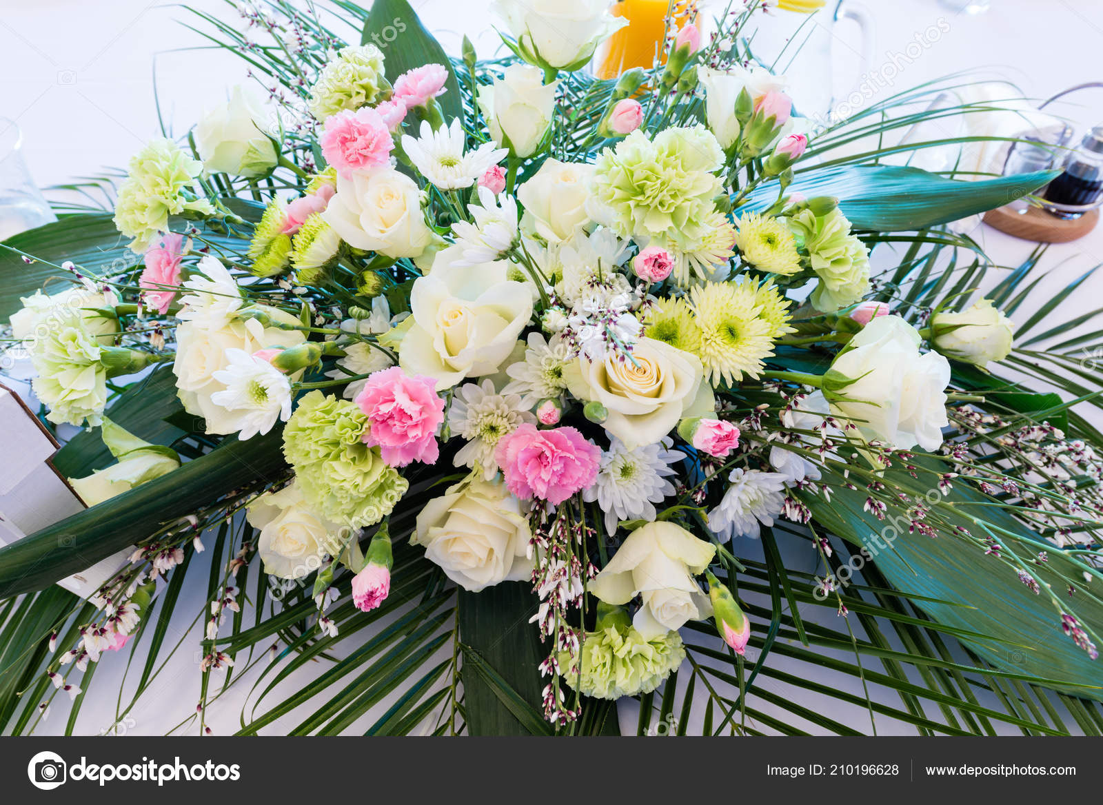 Mazzo Di Fiori Particolare.Bouquet Flowers Wedding Table Wedding Floral Table Decoration
