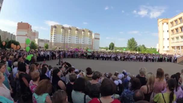 Gomel, Weißrussland - 30. Mai 2018: Feierliche Schule Linie bis zum Ende des laufenden Schuljahres gewidmet. Letzter Aufruf.