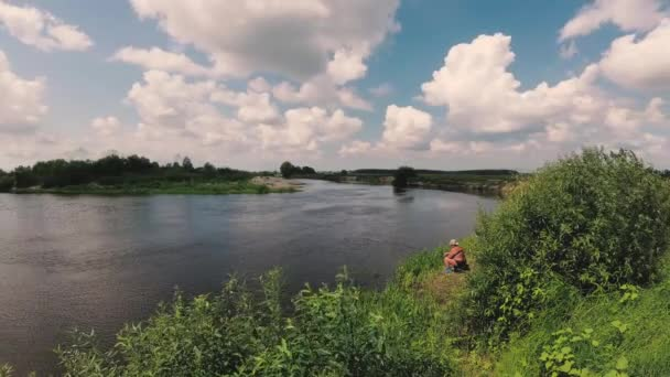 rybář je lov na řece se rybářský prut