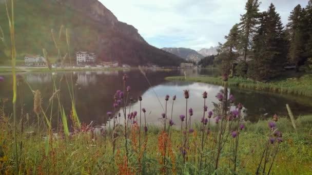 Gyönyörű Dolomit-hegység közelében Misurina Mountain Lake.