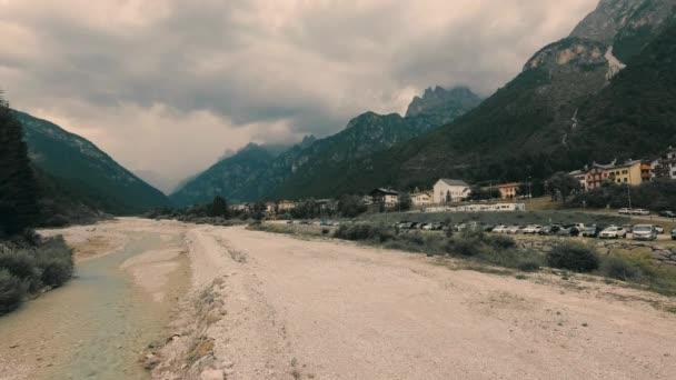 Auronzo di Cadore, Itálie malebný pohled na město v podhůří Alp