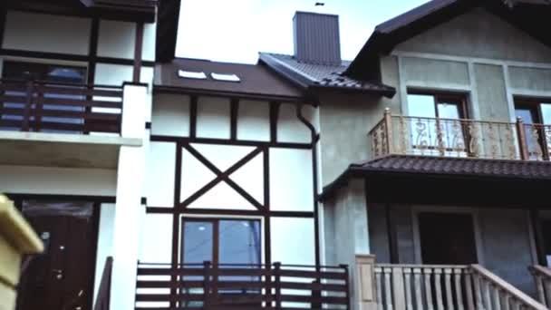 zweistöckiges Ferienhaus mit Dachboden