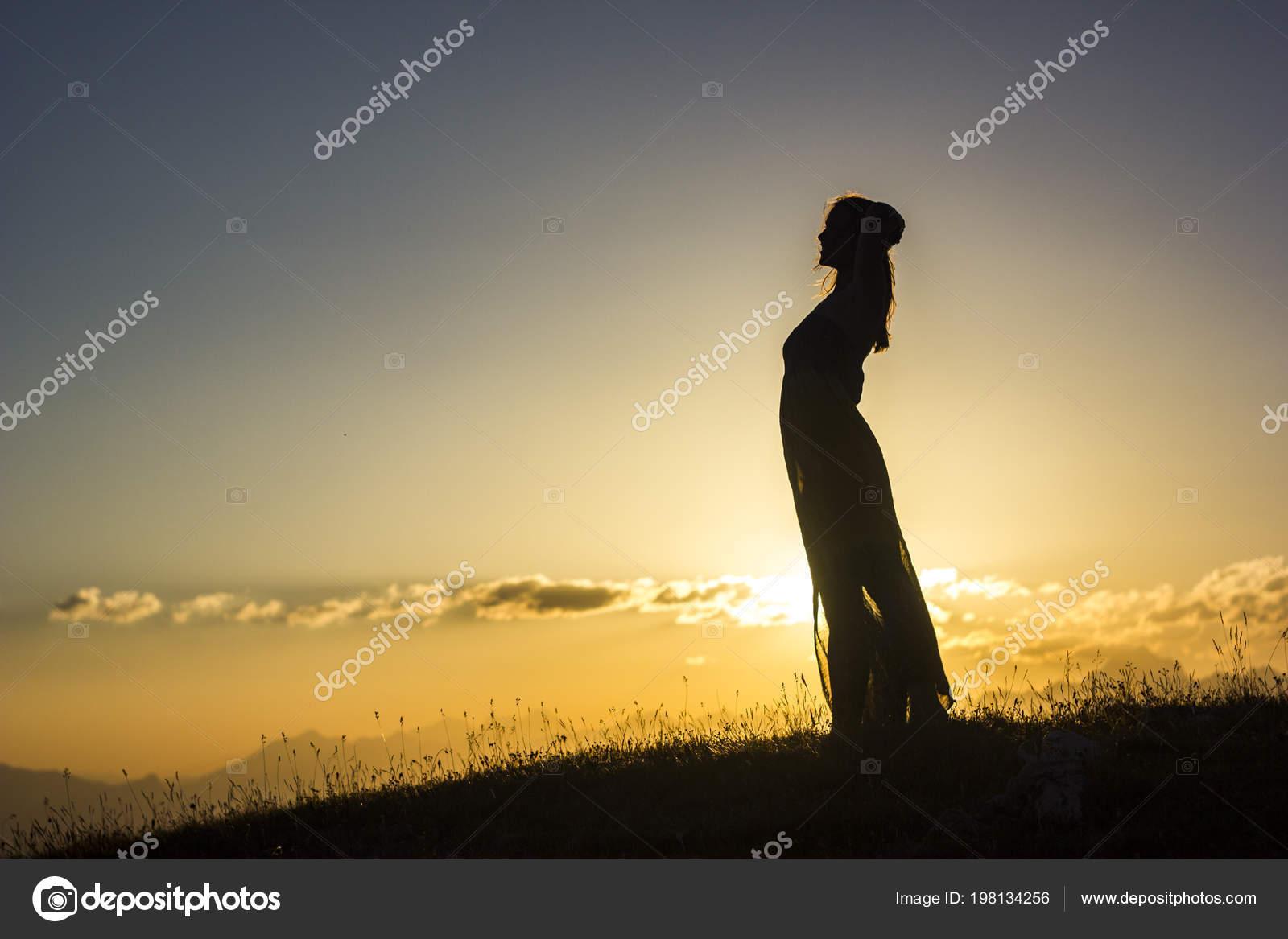 Копилка на закате в прозрачном платье член кончил очко